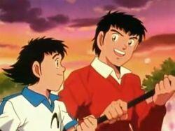 Tsubasa und Genzo erhalten die Siegerfahne