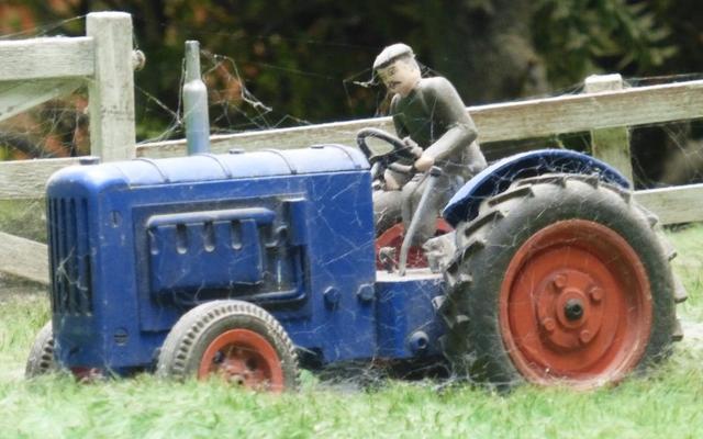 File:Farmer'sTractorDraytonManor.png