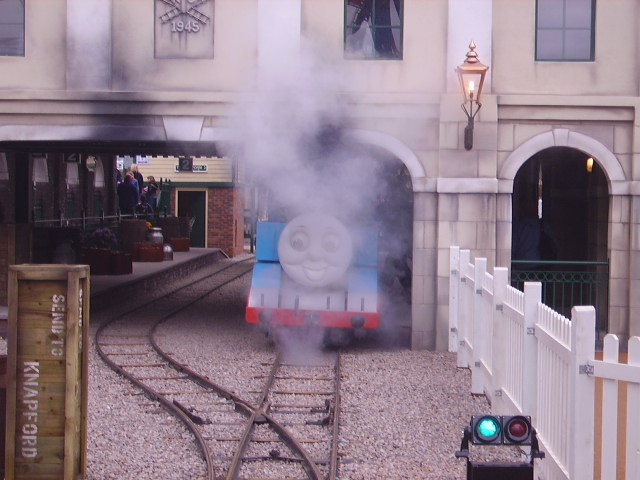 File:Thomas'ArrivalDraytonManor.jpg