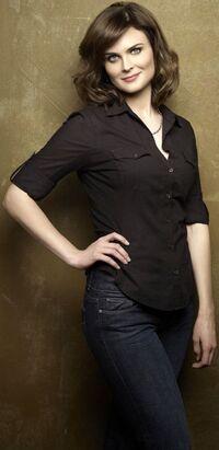 Emily Deschanel 13