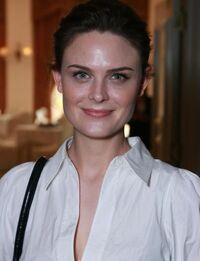 Emily Deschanel 2
