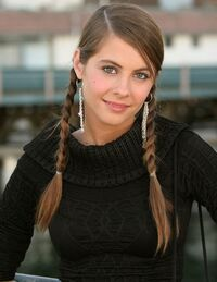 Willa Holland 4