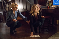 8x16 I Was Feeling Epic-Liz-Caroline