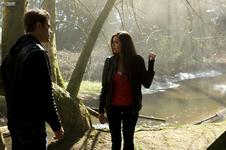 TVD 1x01 stefan elena rzeka