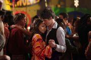 Bonnie tańczy z Jeremym.