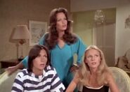 Charlie's Angels 2x01 003