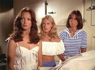 Charlie's Angels 2x01 001