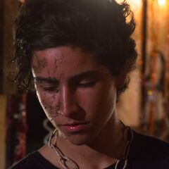 Lorenzo James Henrie como Migue em Riding 79.