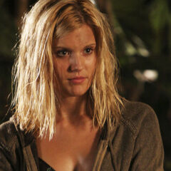 Maggie Grace como Shannon Rutherford em Lost.