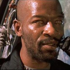 Lennie James como Jeb Walker em Lost In Space