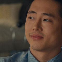 Steven Yeun como <i>Kenny</i> em <i>I Origin's</i>