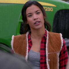 Danay Garcia como Ellie em Supernatural.