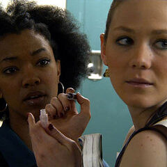 Sonequa Martin-Green como Tosha em Toe to Toe
