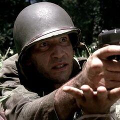 Jon Bernthal como Sgt. Manuel Rodriguez em <i>The Pacific</i>