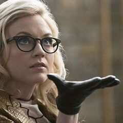 Emily Kinney como Brie Larvan em The Flash.