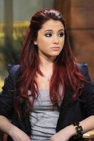 Ariana-grande-23