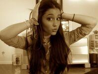 Ariana-grande-18