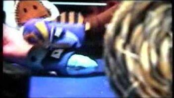 queen nefercreepy vs danny kaboom thumb wrestling