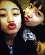Nayeon and Jihyo 3