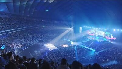 "With TWICE TWICE 「Wake Me Up」 (TWICE DOME TOUR 2019 "" Dreamday"" in TOKYO DOME)"