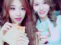 Twice Sana and Tzuyu eating food