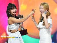 Show Champion 180718 Watermelon Momo & Dahyun