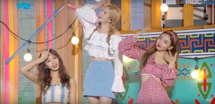 Music Core 180714 Tzuyu, Dahyun, & Nayeon
