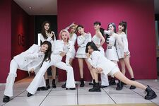Twice Fancy Backstage 190619 1