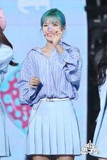 Music Core 180428 Jeongyeon 4