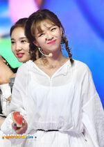 Show Champion 180718 Watermelon Jeongyeon 2