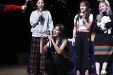 Twice Feel Special Fansign 191204 1