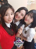 M COUNTDOWN 180426 Tzuyu, Nayeon, & Momo