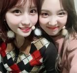 Nayeon and Momo Insta Update 171214 (2)