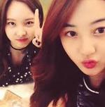 Nayeon and Jihyo selfie together