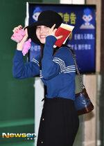 Airport Fashion 180927 Nayeon