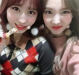 Nayeon and Momo Insta Update 171214 (1)