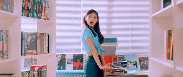 File:I Want You Back MV Screenshot 12.JPG