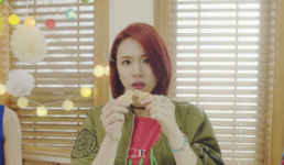 Chaeyoung Cheer Up MV 5