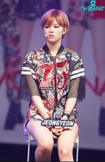 Jeongyeon Like Ooh Ahh showcase 3