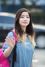 Dahyun waving