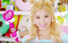 Twice Sana Cheer Up MV 4