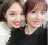 Nayeon and Momo Insta Update 171203