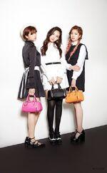 Redecettu Jeongyeon, Nayeon, & Dahyun 2