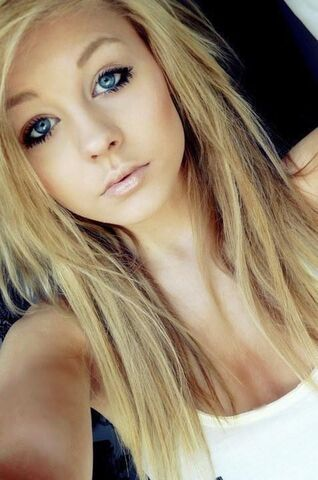 File:Blonde-blue-eyes-girl-hair-Favim.com-459457.jpg