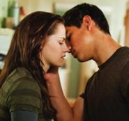 185px-Jacob-and-bella-kiss-twilight-series-8504354-600-563