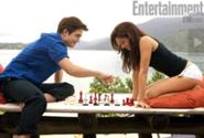 185px-9-breaking-dawn-BD-2011-part one-bella and edward-chess-09