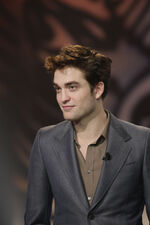 2011-Robert-robert-pattinson-20286406-1707-2560
