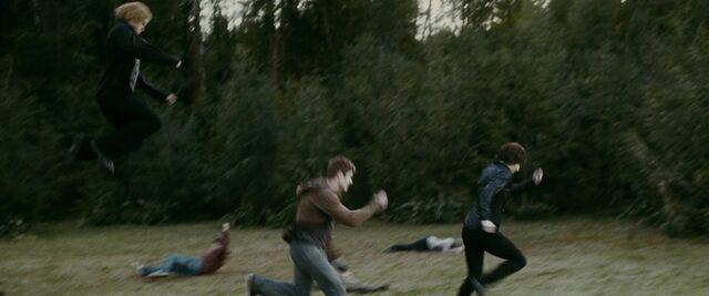 File:Jasper-chasing-alice's-opponent.jpg