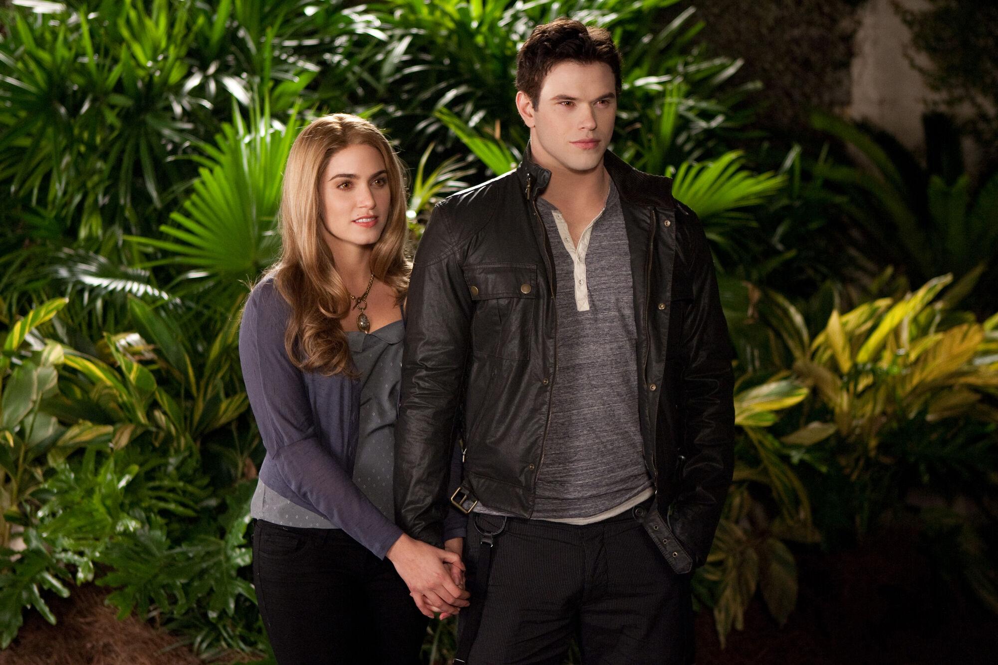 Emmett Cullen and Rosalie Hale   Twilight Saga Wiki ...  Emmett Cullen a...