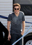 Robert Pattinson-Smoke-on set-new moon